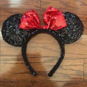 Authentic Disney Minnie Mouse headband